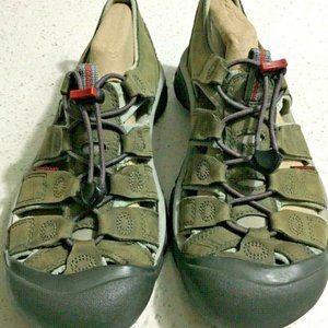 KEEN Newport Sandals Bison Size 7.5 Olive Green